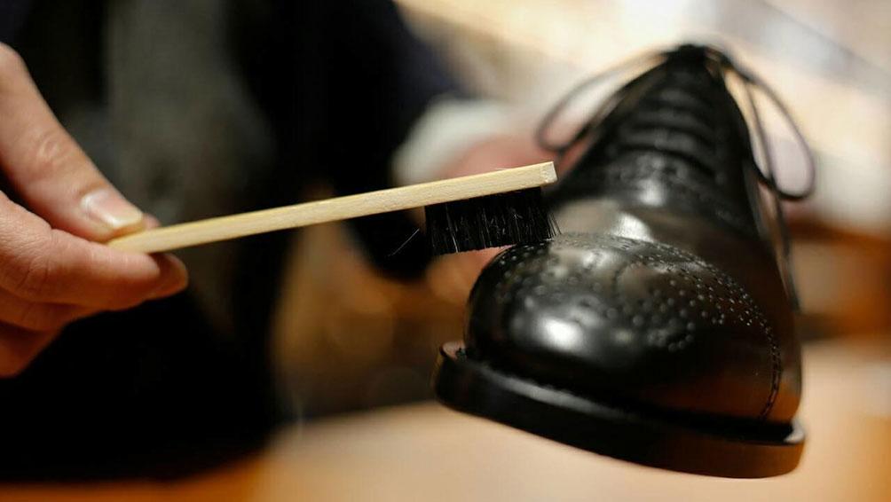 シンプルな革靴のお手入れ方法!