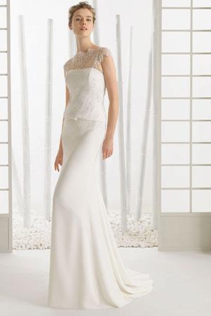 スレンダーラインドレスも背が高く細身の方によく似合う