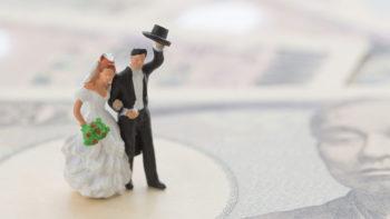 結婚式費用の分担|新郎新婦・両家両親の負担の割合は?