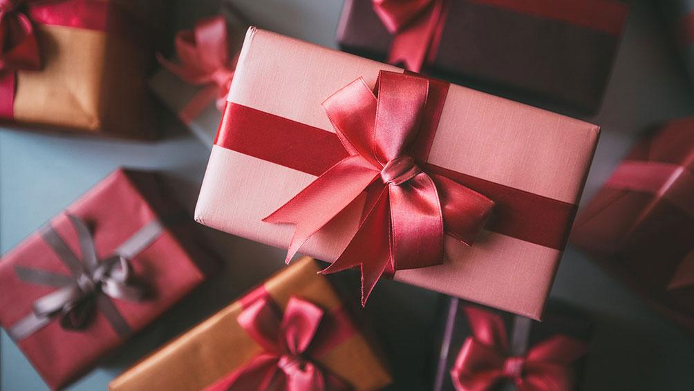 レザーのバッグや財布はプレゼントにピッタリ!