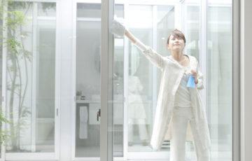 100均グッズ&新聞紙を使ってカンタン窓掃除!