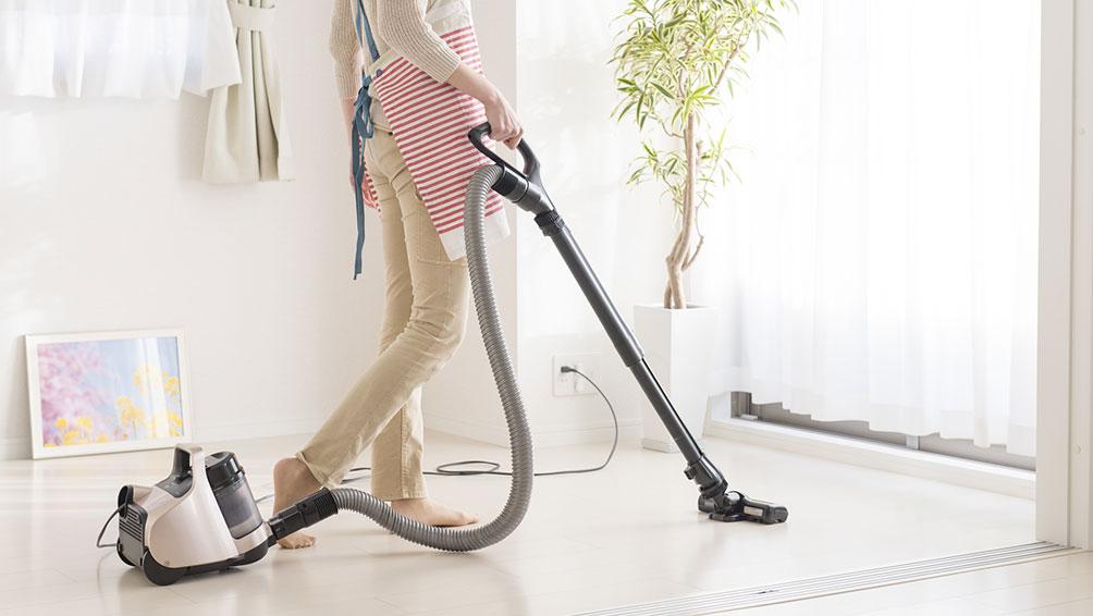 汚れがひどい場合は、網戸を拭く前に掃除機をかけよう!