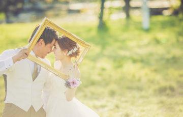 結婚式の前撮りで映える!撮影用お洒落アイテムはコレ♪