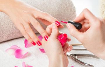 ネイルで爪が傷むって本当?!美爪を維持するネイルの仕方教えます!