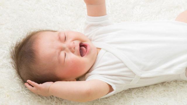赤ちゃんの夜泣きはいつまで続く?困ったときの対処法は?