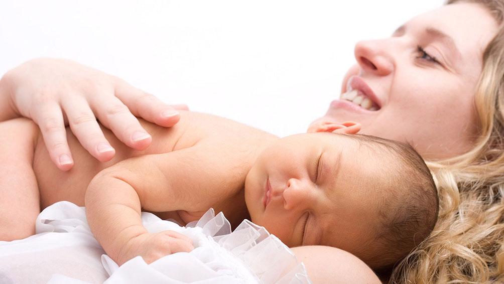 産後すぐに母乳が出ないワケ
