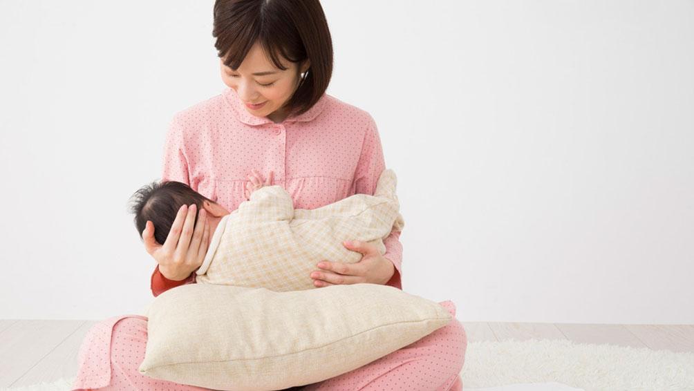 赤ちゃんとママが「楽な姿勢」であること