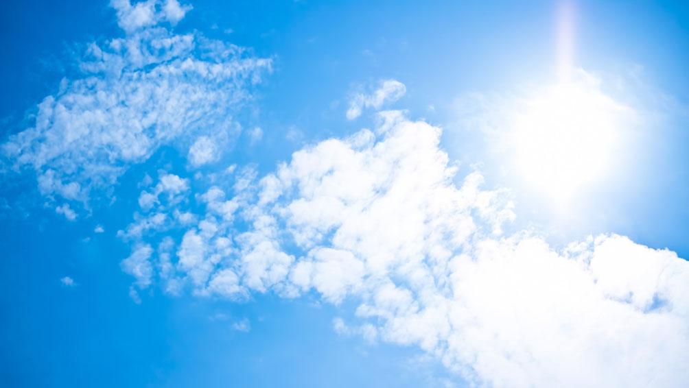 強い日差しは目の大敵!紫外線は目にどんな影響を与えるの?