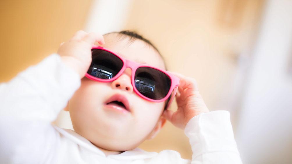 「色の濃いサングラス」なだけでは紫外線は防げないって本当?