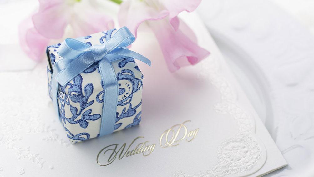 結婚式で両親へ渡すプレゼントに込める想いは?