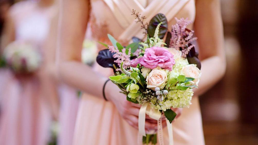 似合う色のウェディングドレスで、最高の思い出に♪