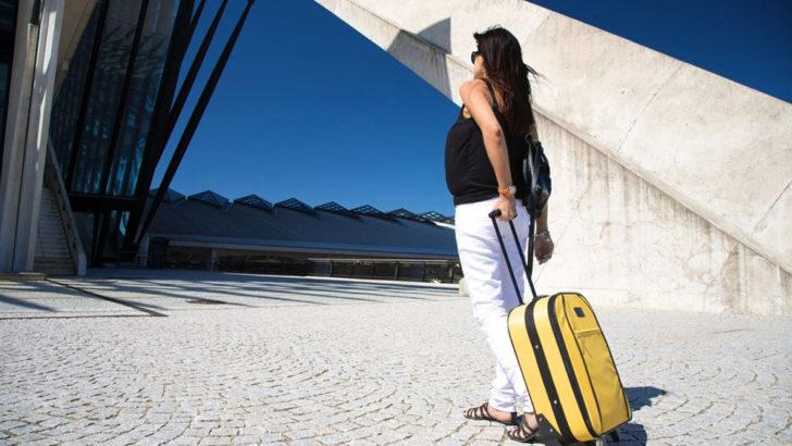 妊婦でも温泉や飛行機はOK?妊娠中の旅行で絶対に注意したい事とは