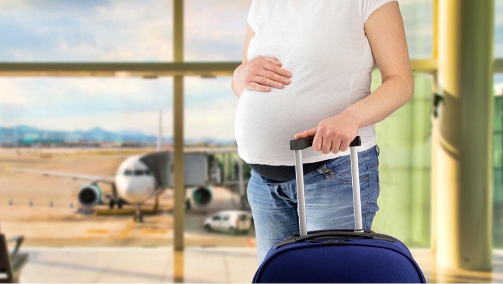 妊娠中でも飛行機は平気?遠出の旅行・帰省の注意点